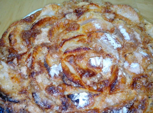 Pastel de manzana delicioso en el horno de leña del Hotel Sol, Benicarló, España