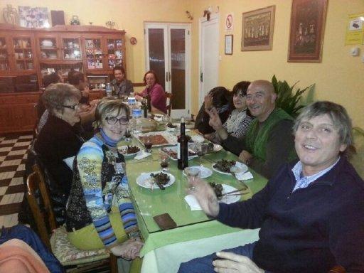 Disfrutando la parillada de alcachoas en la Barbacoa del Hotel Sol, Benicarló, de Francisco Rosado