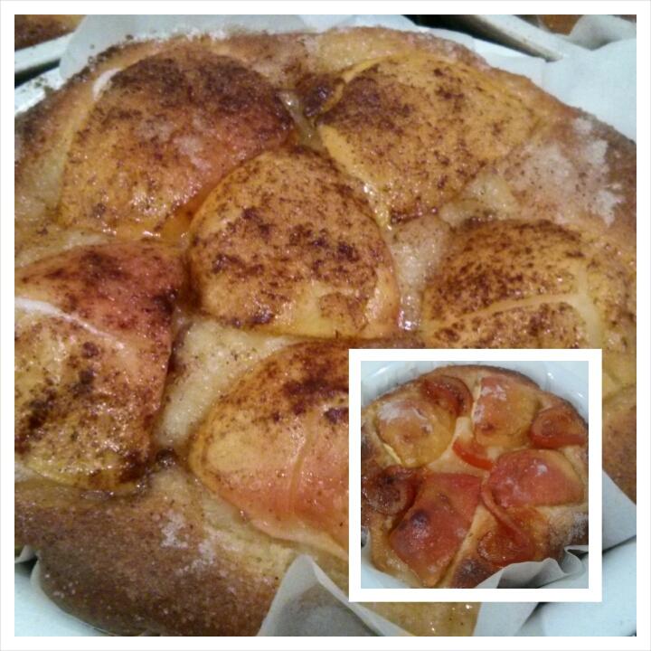 Tarta de manzana agridulce recién salida del horno, para el desayuno en Hotel Sol de Benicarló