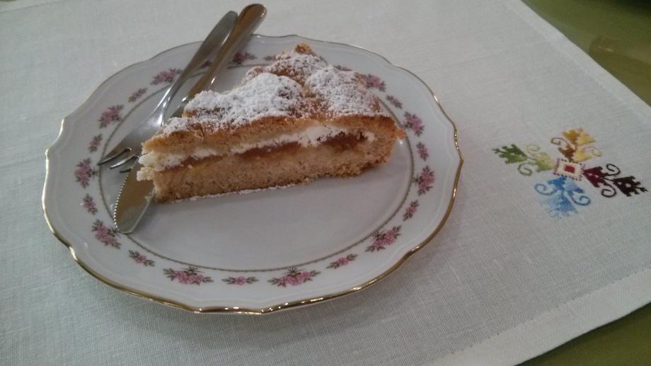 pastel de manzana, membrillo, miel y requeson, desayunos del Hotel sol