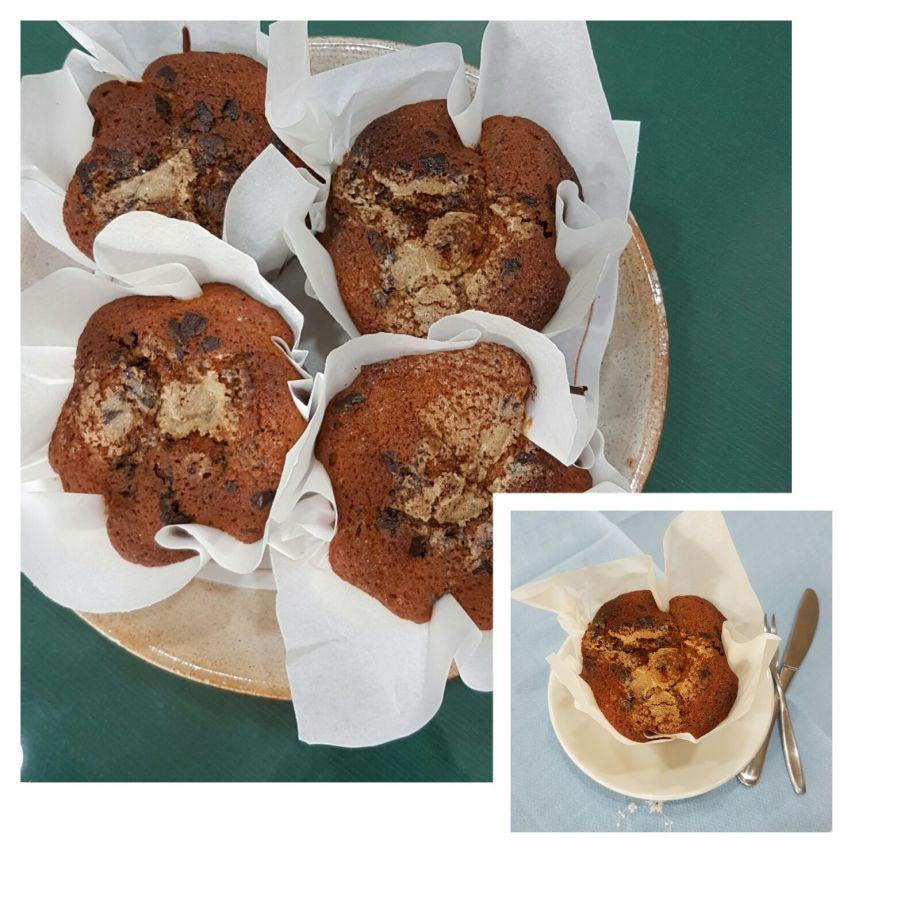 Magdalenas de manzana y chocolate negro sin lactosa para el desayuno en Hotel Sol de Benicarló